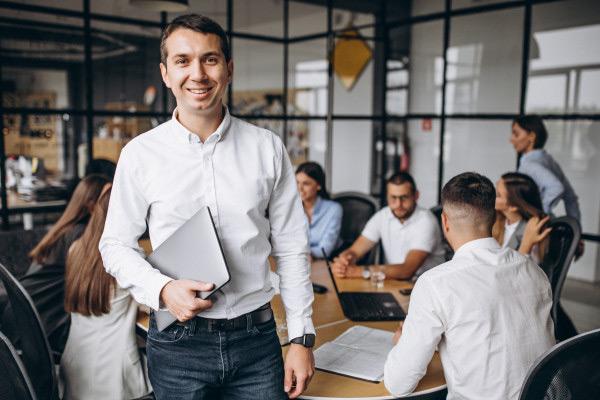 Koja je razlika između profesionalnog upravljanja i prinudne uprave?